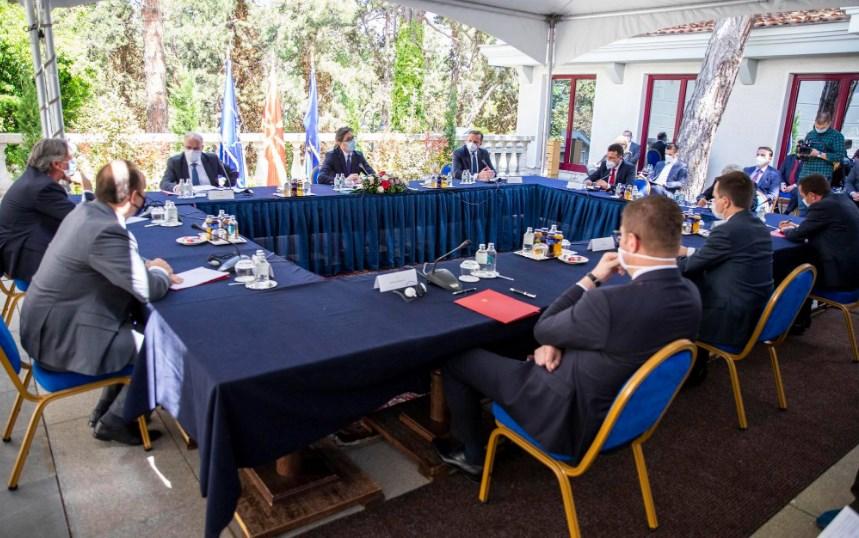 Пендаровски не планира да свика лидерска средба
