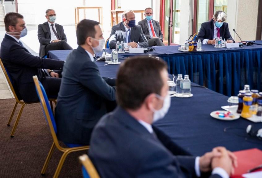 Нема договор за избори: Изјави на лидерите по средбата кај претседателот
