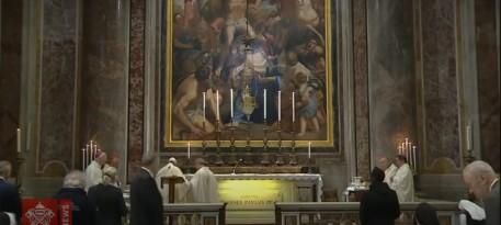 Папата по два месеца првпат одржа миса со ограничен број верници