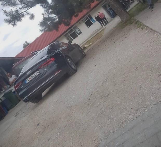 Спасовски на партиски состанок во Бутел со владино возило