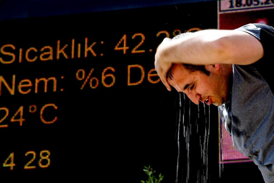 Во Анталија е 42,7 степени Целзиусови!