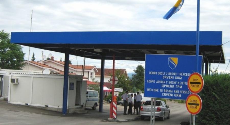 Кога сите ги затвораат Босна ги отвори границите и за Македонците