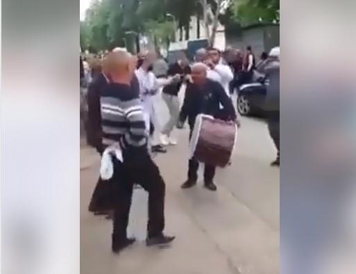 Во Чаир се слави и се врти оро за време на полициски час