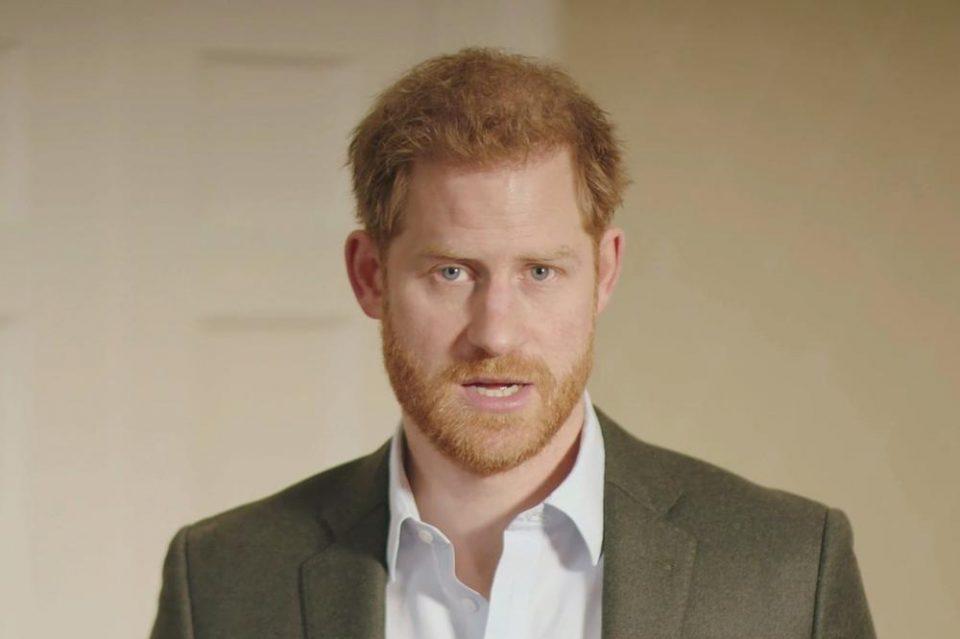Страда по пријателите и кралското семејство: Хари не знае што со себе!
