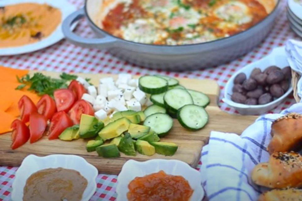 Короната ги промени навиките: Еврпјаните почнаа да купуваат локална храна и да ја нарачуваат преку интернет