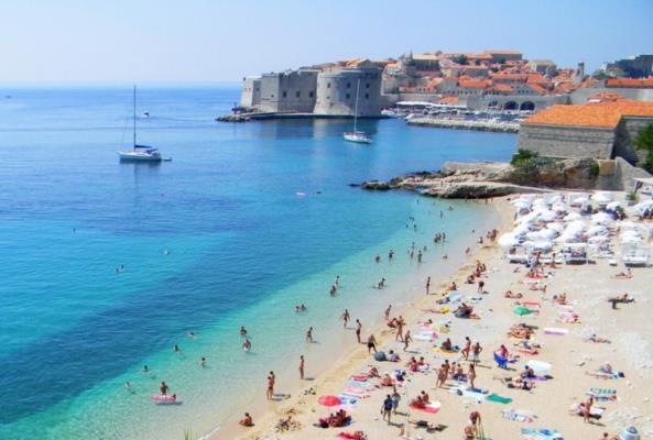 Хрватите убедуваат: Ќе одиме на море и ќе седиме во кафулиња без плексиглас