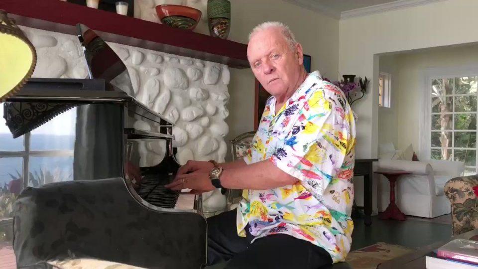 Ентони Хопкинс најави в недела во живо настап на пијано