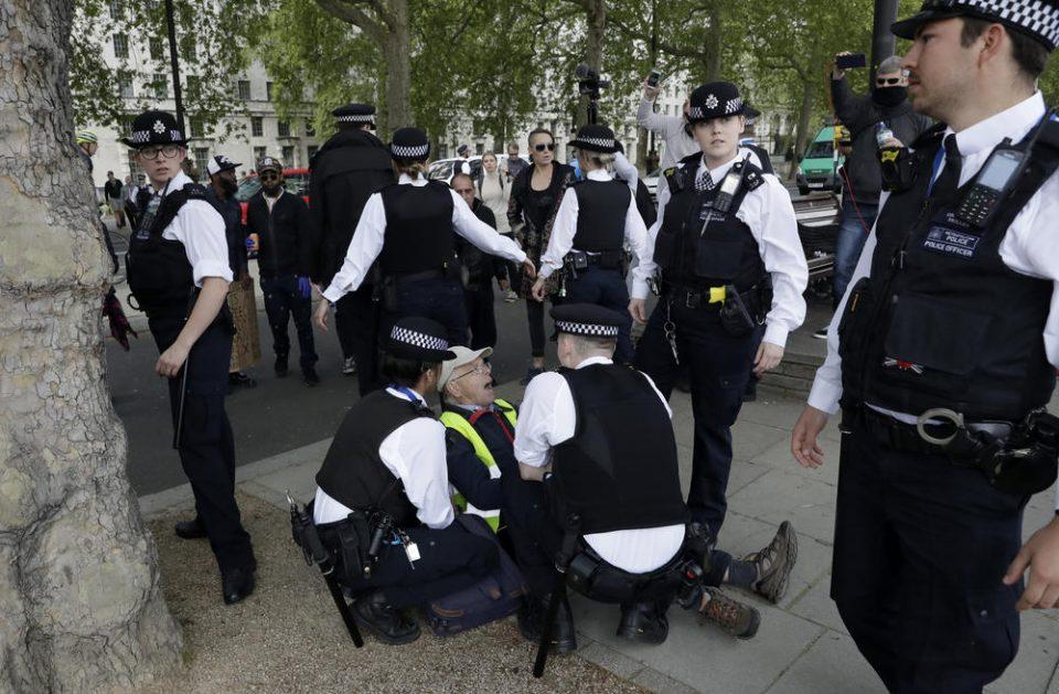 """Лондончани се кренаа поради """"заклучувањето"""""""