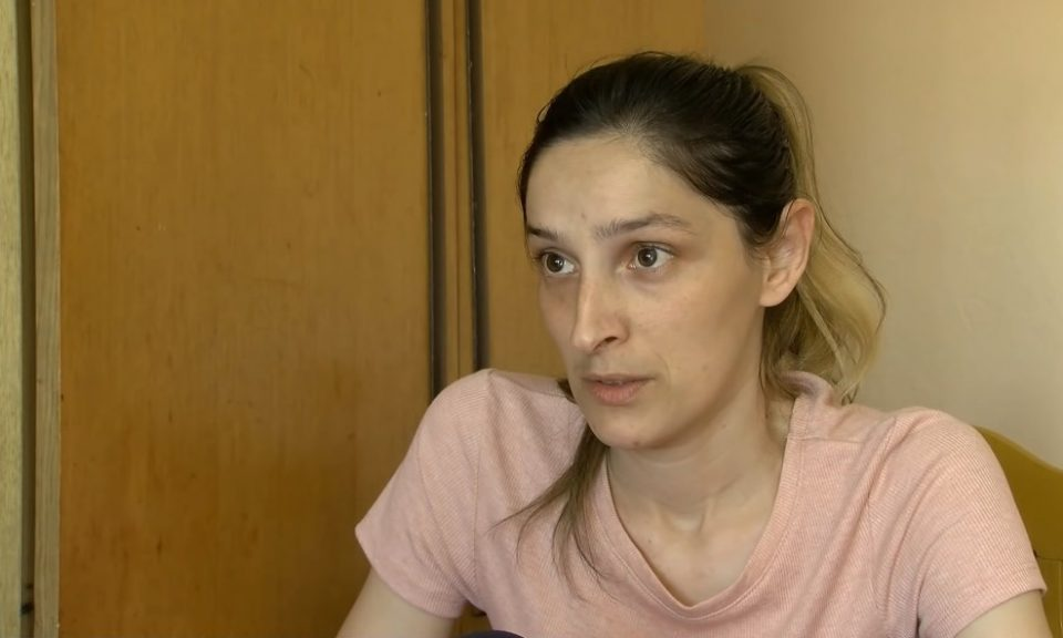 Поранешното момче ѝ се закаува дека ќе го киднапира синот и ќе го однесе на Косoво