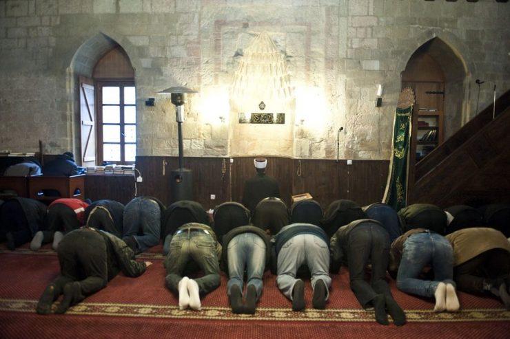 Дома за утринска молитва, во џамија за Рамазан Бајрам, одлучи ИВЗ
