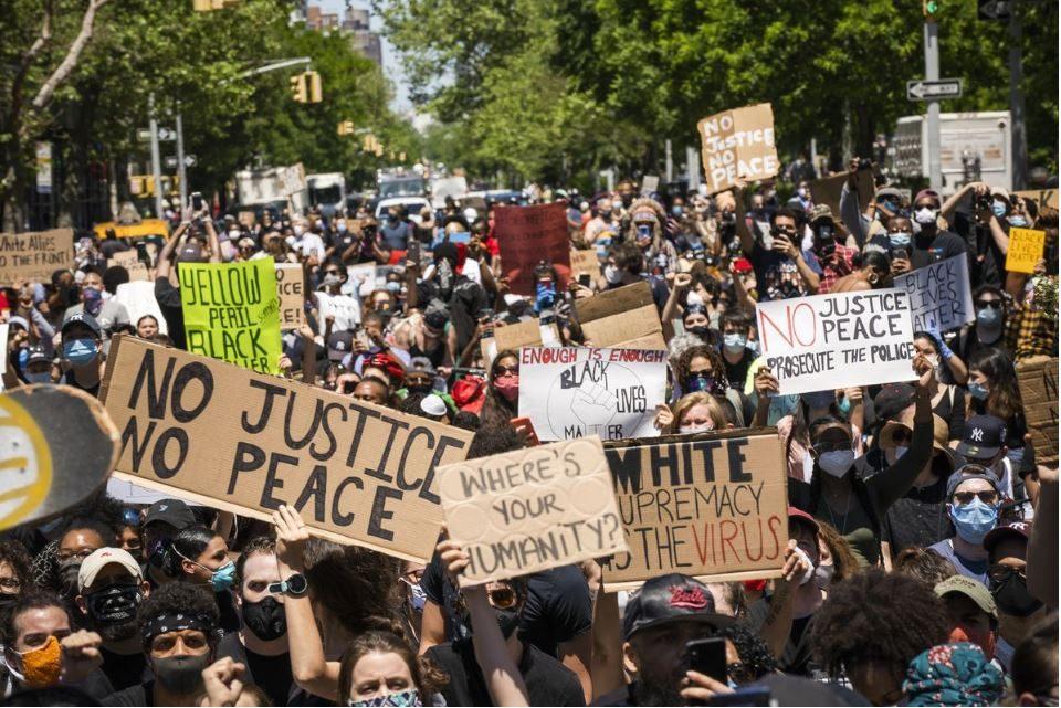 Се шират протестите низ Америка, воведен полициски час