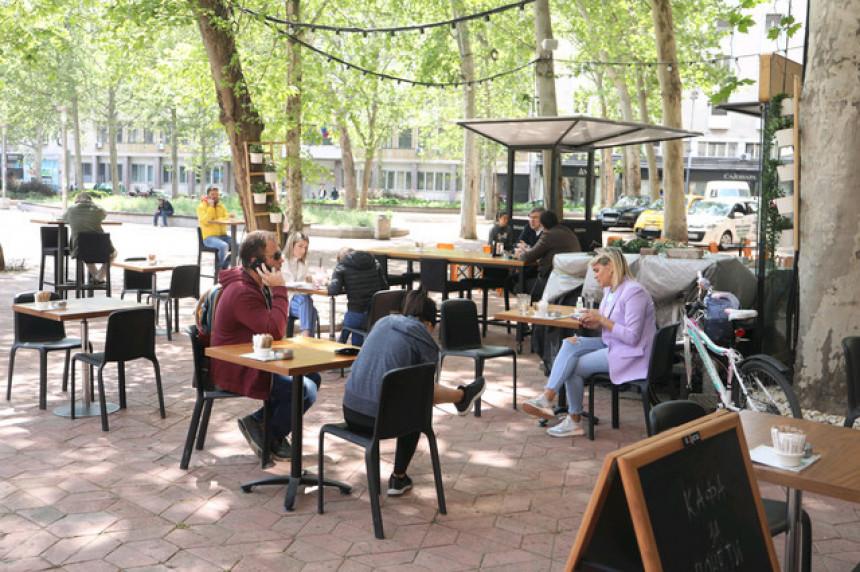 Рестораните, кафулињата и трговските центри ќе работат до 14 часот: Србија ги заострува епидемиолошките мерки