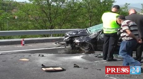 Автомобил излетал од патот и се превртел на покрив кај Дреново