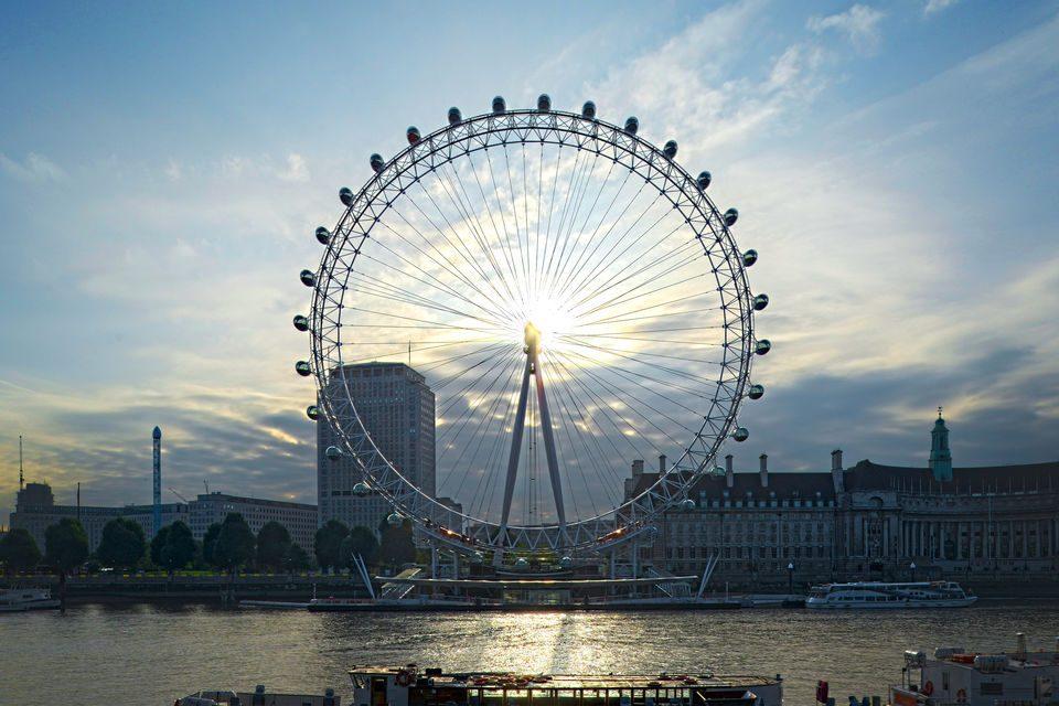 Велика Британија воведува 14-дневен карантин за сите што доаѓаат од странство