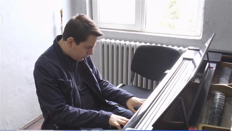 Втора награда за пијанистот Кристијан Васев од Делчево на Меѓународен онлајн натпревар