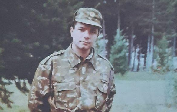Жената која го води Министерството за одбрана вчера ги оскренави неговиот и гробовите на останатите бранители