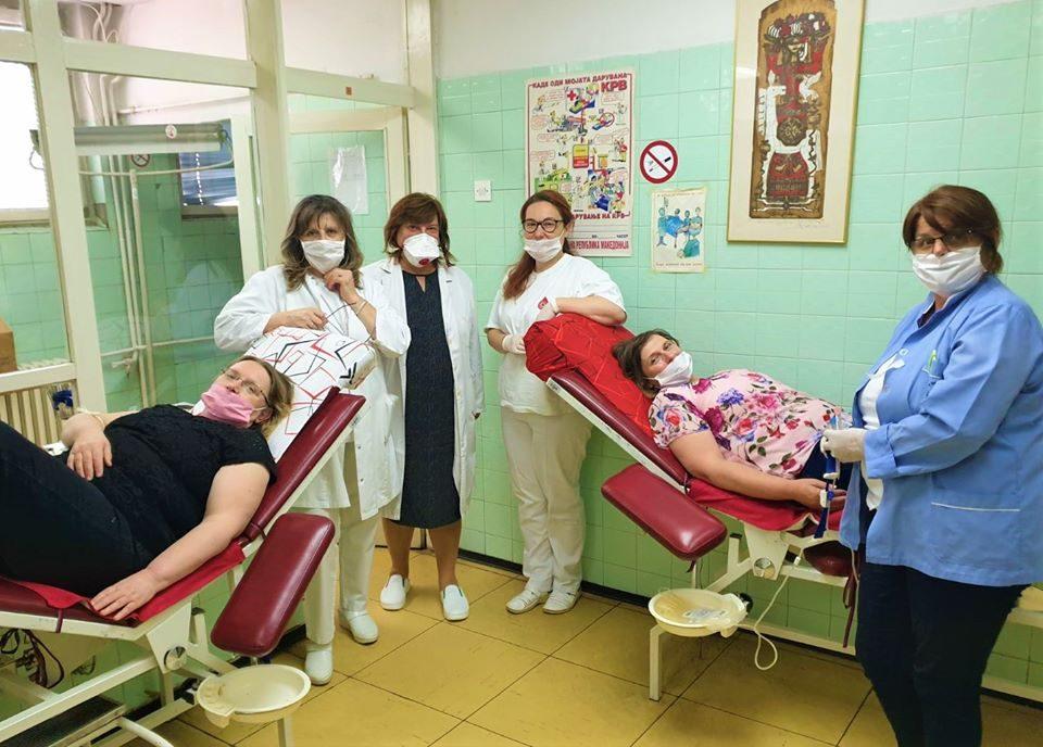 Славица и Мирјана, ќерките на најстарата излечена пациентка од ковид-19 даруваа крвна плазма