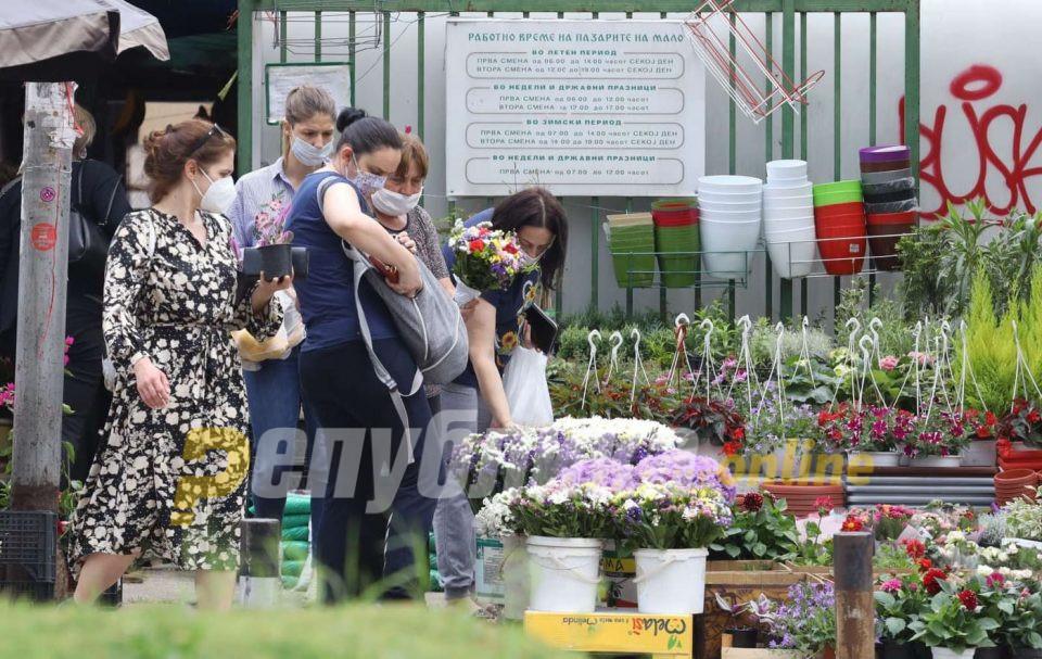 Девет пациенти починаа, а 143 новозаразени со ковид-19