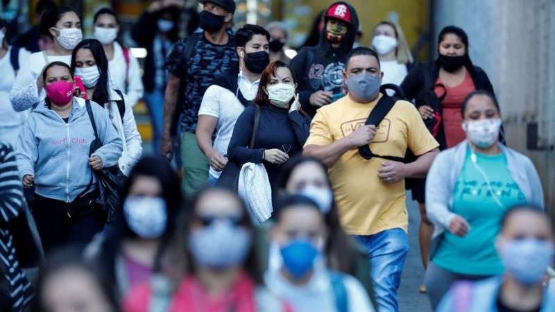 Бројот на заразени и починати во Бразил речиси преполовен