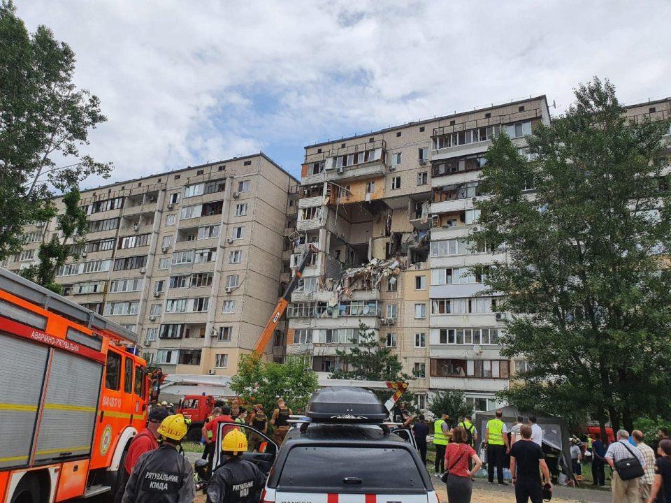 Екплозија од гас урна дел од зграда во Киев, има жртви