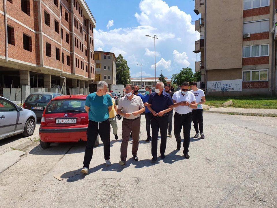 Кандидатите на Алијансата за Албанците и Алтернатива на средби со граѓани на Тетово
