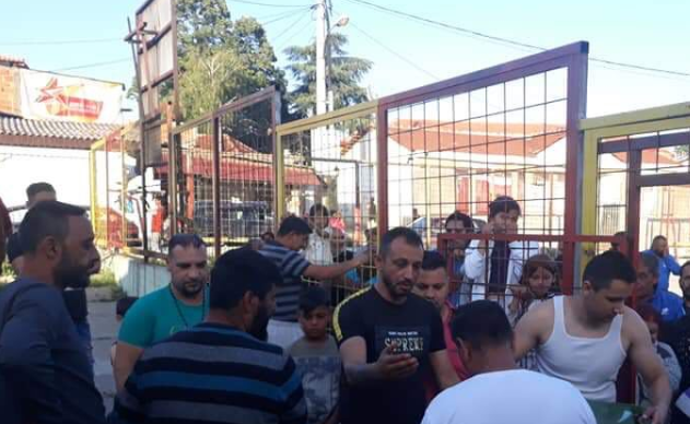 Градоначалникот на Шуто Оризари го стави животот на граѓаните во опасност, никој не носи маска