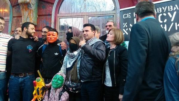 """Откако сите ги згрижи на некоја функција, Заев тврди: """"Шарената револуција"""" предизвика огромни промени во македонската политичка и општествена реалност"""