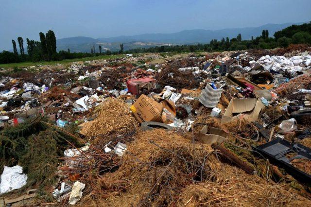 Советниците на ВМРО-ДПМНЕ бараат од Шилегов да ги исчисти дивите депонии
