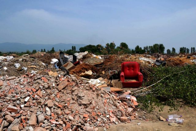 ВМРО-ДПМНЕ: Тони отпад се фрлаат на дивите депонии во Ново Село, Визбегово и Вардариште, Шилегов не презема ништо