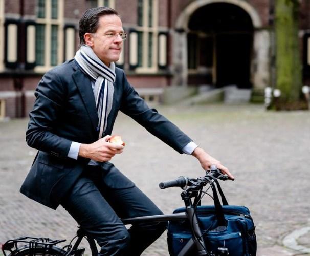 Холандската Влада размислува за поднесување колективна оставка