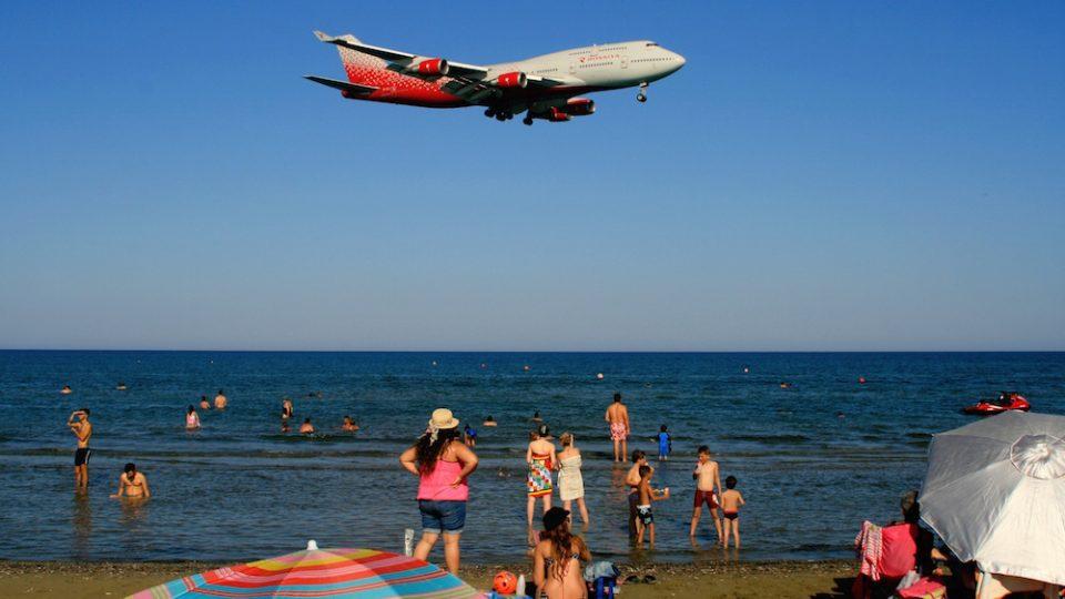 Кипар ги откажува и намалува летовите кон Грција