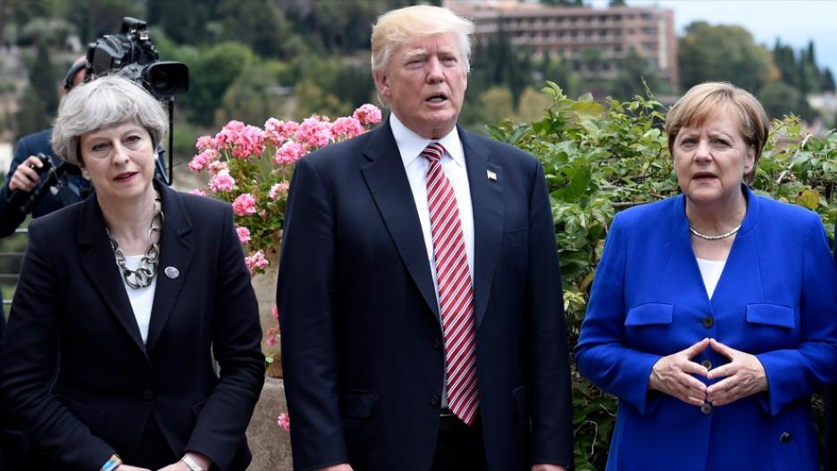 """Меј е слаба, а Меркел глупава: Трамп ги """"понижи и малтретираше"""" светските лидери"""