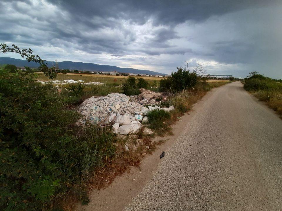 ВМРО ДПМНЕ: Шилегов наместо да ги чисти, неконтролирано ги зголемува дивите депонии