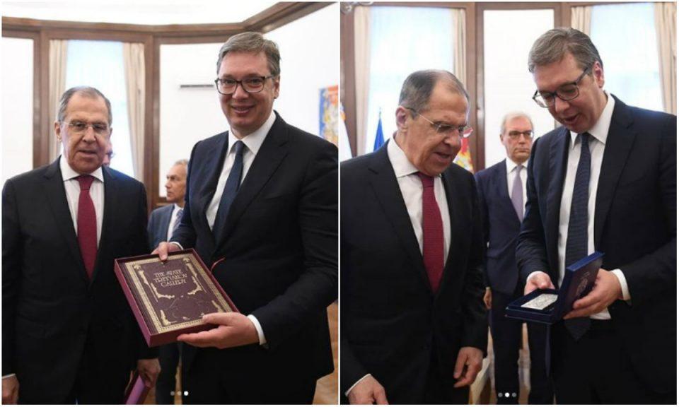 Вучиќ и Лавров си разменија подароци
