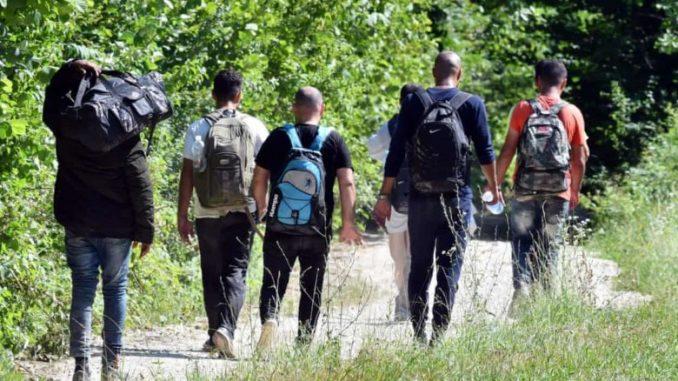 Се испотепале две групи мигранти- едните ограбени