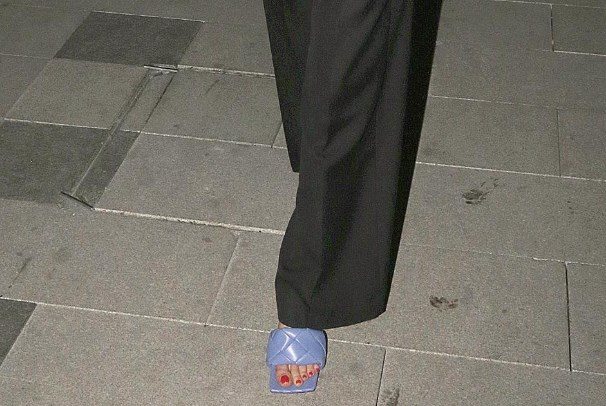 Откако оздраве од корона, Цеца се прошета по папучи од 1.000 евра