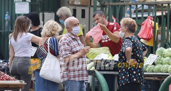 Пазарџиите задоволни: Добро ни дојде што луѓето не одат по одмори