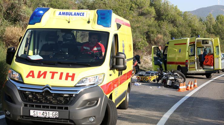 Две лица загинаа во амбулантно возило кое удирило во камион во страотната сообраќајка во Хрватска