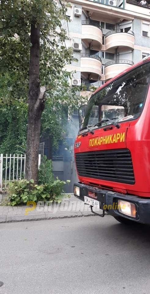 Две куќи во Скопје изгореа во пожар, едно лице е повредено