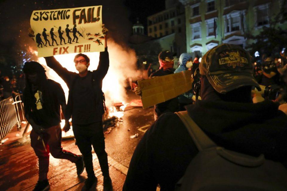 За време на протестите во САД уапсени околу 5.600 луѓе