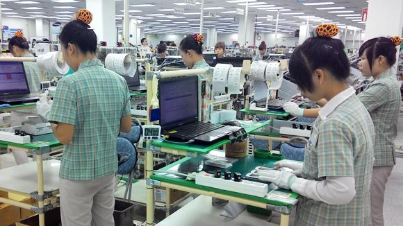 Самсунг го сели производството на екрани во Виетнам