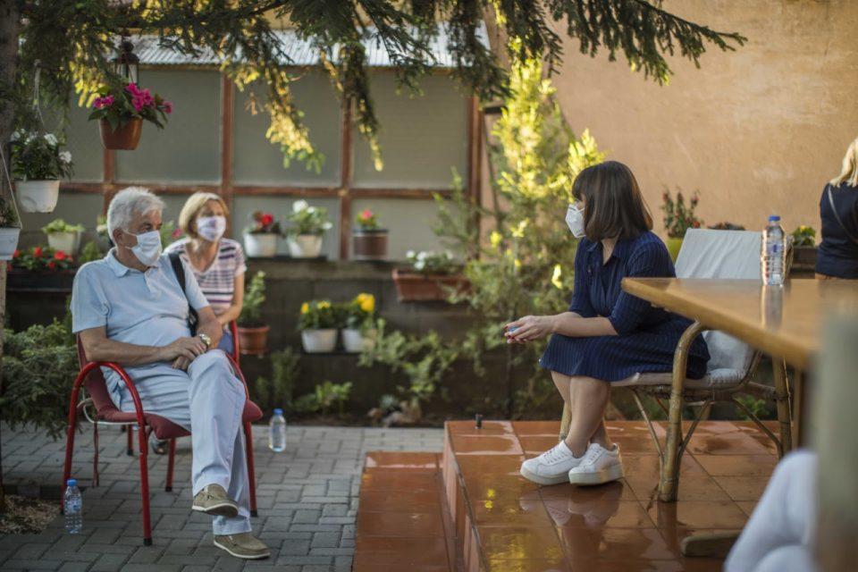 Царовска се сретна со пензионерите од Аеродром и Центар
