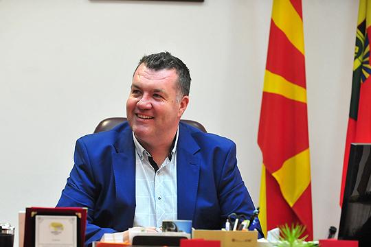 Закани за градоначалникот на Бутел: Ако затворите за празникот тешко вас