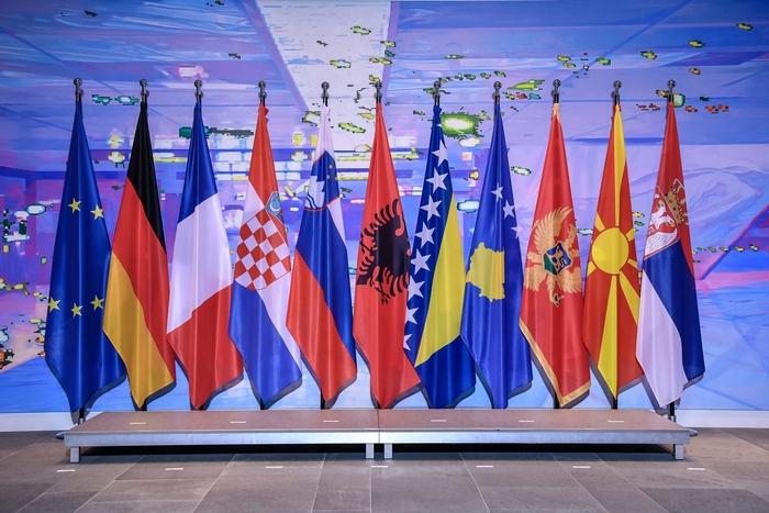 EУ не потврдува за словeнечкиот документ за поделба на Босна,Црна Гора, Косово и  Македонија