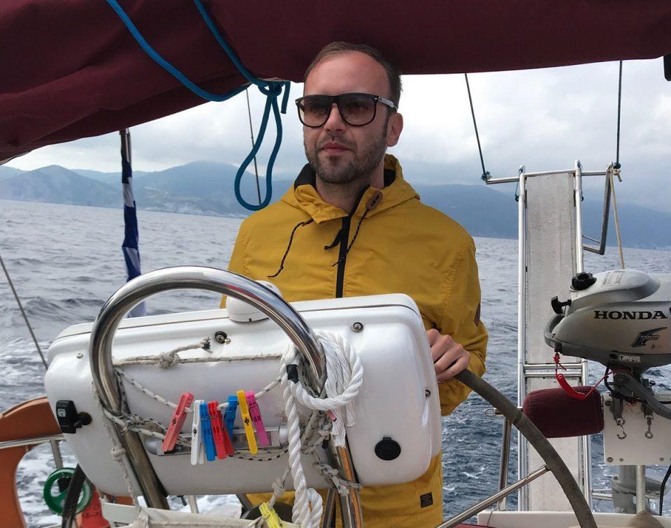 """Жаре и екипата на """"Еден на еден"""" на едрење по грчки острови"""