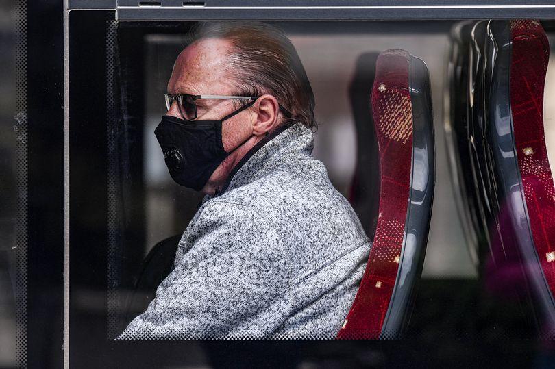 Доказ за ширење на Ковид-19 преку воздухот: Патник ги заразил речиси половината од автобусот