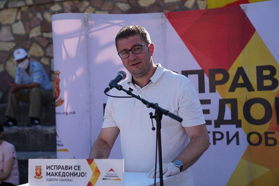 ВО ЖИВО: Мицкоски на средби со граѓаните во Тетово