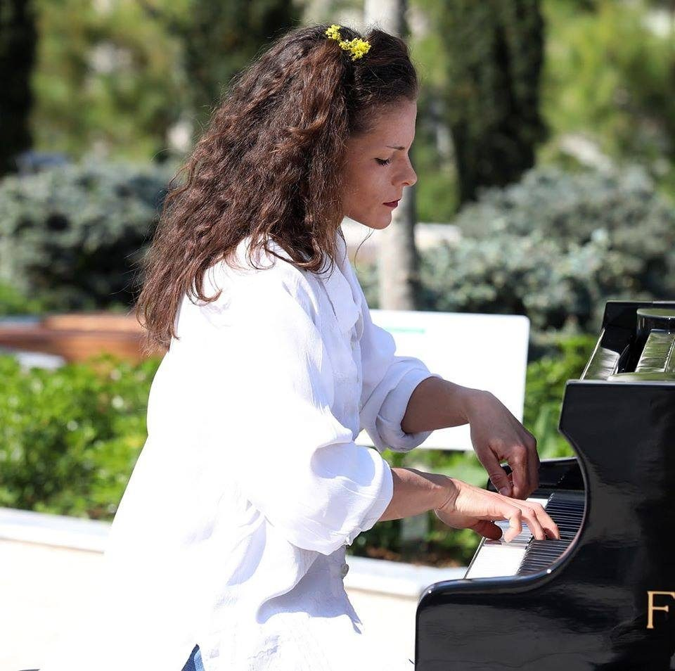 Електроакустичен концерт на пијанистката Дуња Иванова на платото пред МКЦ