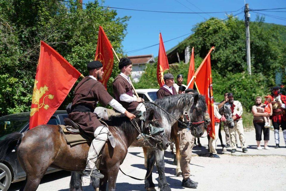 Крушевскиот градоначалник нема да ги пречека коњаниците