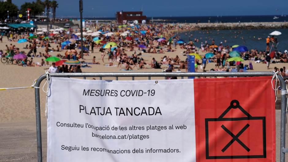 Полицијата забрани пристап до плажите во Барселона, откако граѓаните ги игнорираа апелите
